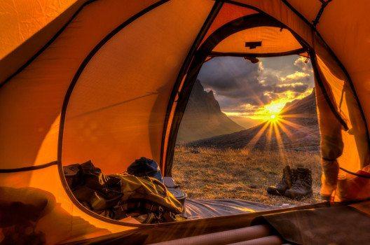 Mit kleinen Tipps wird's in jedem Zelt gemütlich. (Bild: Jens Ottoson – shutterstock.com)