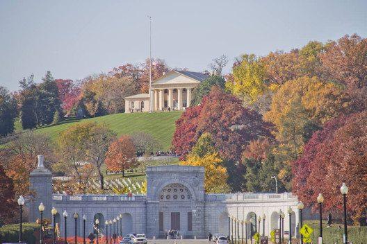 Tag 1 startet am Arlington National Cemetery. (Bild: © M DOGAN - shutterstock.com)