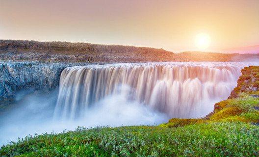 Der Dettifoss ist Islands grösster Wasserfall. (Bild: © Filip Fuxa - shutterstock.com)