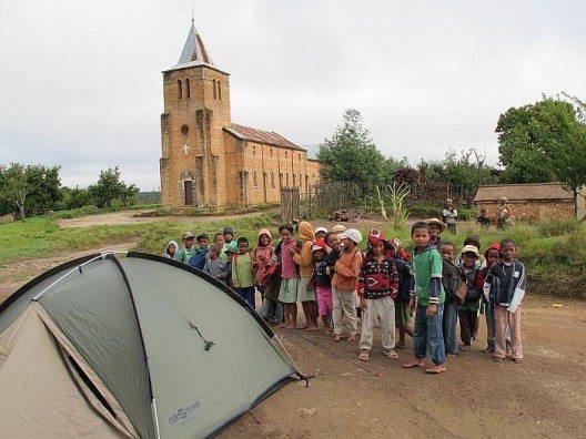 Zelten in einem Dorf in Madagaskar.