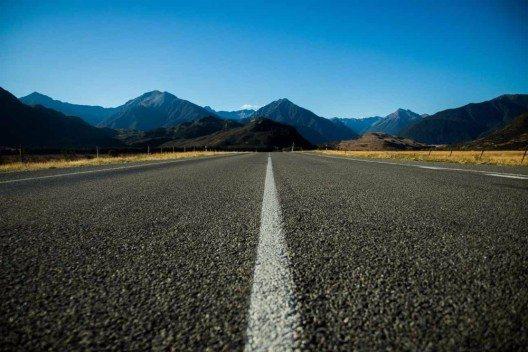 Auf einsamen Strassen fahren wir weiter.