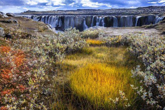 Ebenfalls ein spektakulärer Wasserfall - der Sellfoss. (Bild: © Alexey Stiop - shutterstock.com)