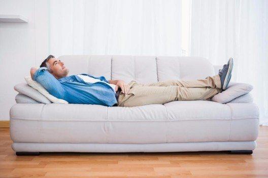 CouchSurfing ist zu einem stark kommerzialisiertes Angebot geworden. (Bild: © wavebreakmedia - shutterstock.com)