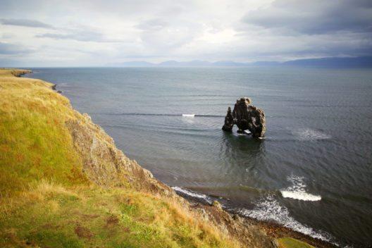 Die Halbinsel Vatnsnes liegt im Nordwesten des Landes und ist mit einer Schotterpiste umrandet. (Bild: © dmitry_islentev - shutterstock.com)