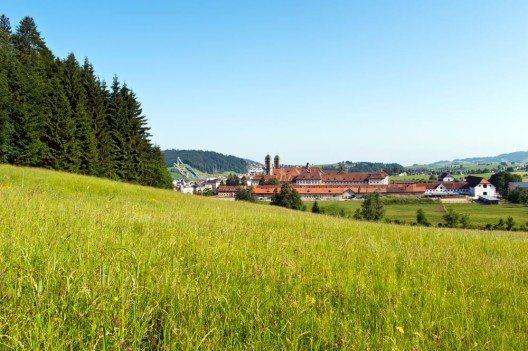 Endpunkt des Schwabenweges ist der Wallfahrtsort Einsiedeln (Bild: © Yevgen Sundikov - shutterstock.com)