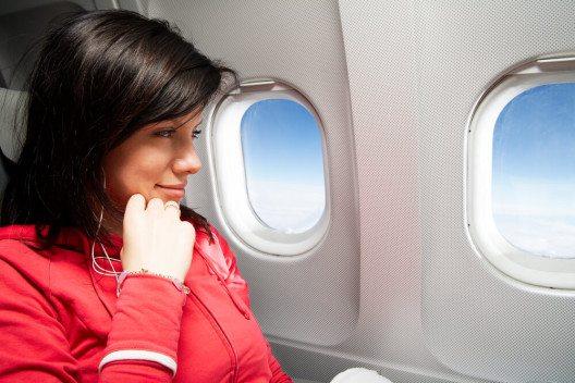 Die eine sitzt gern am Fenster, der andere lieber am Gang. (BIld: © fotum - shutterstock.com)