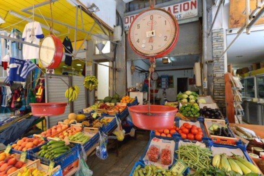 Bei Einheimischen und Touristen gleichermassen beliebt ist der Markt von Heraklion. (Bild: © astudio - shutterstock.com)