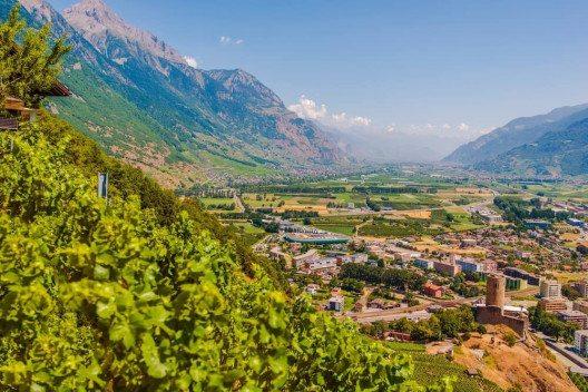 Martigny ist Zielpunkt einer schönen Velotour auf der Rhone-Route. (Bild: © welcomia - shutterstock.com)