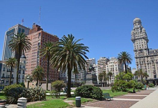 Wer es lebhafter bevorzugt, ist in der Hauptstadt Uruguays Montevideo genau richtig. (Bild: © Waldteufel - fotolia.com)