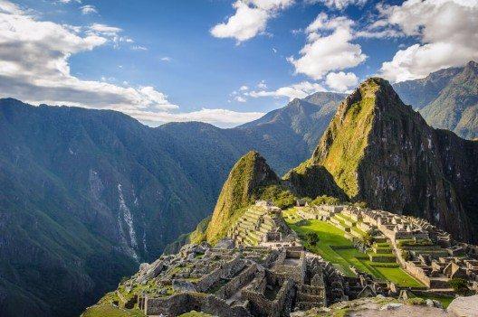 Die Hauptattraktion des Landes Peru sind die berühmten besterhaltenen, altertümlichen Ruinen Machu Picchu. (Bild: © Anton_Ivanov - shutterstock.com)