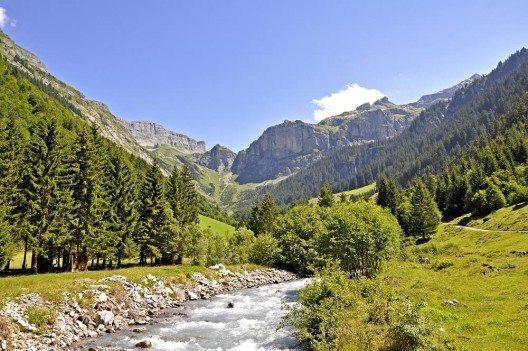 Wo heute im Schächental Spiringen liegt, war einst dichter Wald. (Bild: © Waldteufel - fotolia.com)