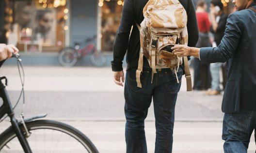 Erkennbar allein als Tourist unterwegs zu sein, macht einen zu einem leichten Ziel für Kriminelle. (Bild: © Jacob Lund - shutterstock.com)