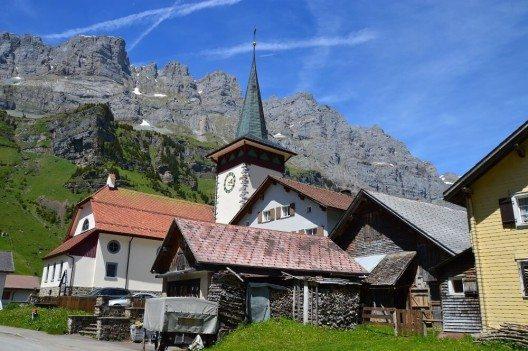 1915 wurde die neubarocke Kirche in Urnerboden gebaut. (Bild: © shorty25 - fotolia.com)