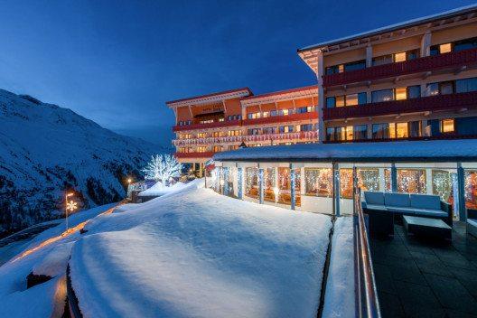 Aussenansicht des Hotel Riml – so romantisch kann Winter sein. (Bild: © www.hotel-riml.com)