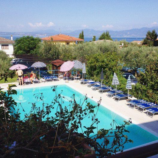Im Hotel Cà Masawalsa geniesst man einen Blick über den Gardasee. (Bild: © Stefanie Hertel)