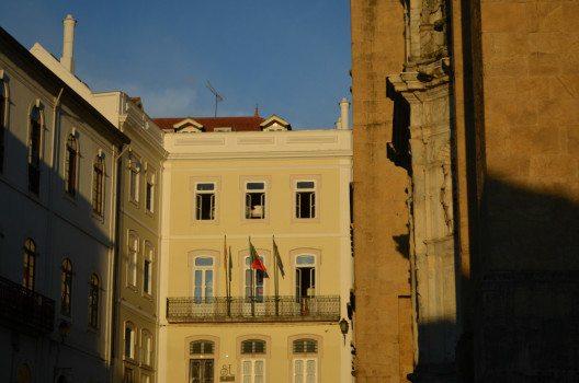 Die hübsche Fassade des Hostels in Coimbra. (Bild: © Julia Schattauer / bezirzt.de)