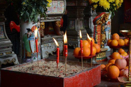 Hinduismus, Buddhismus, Christentum, Islam und das alles in einer Straße (Bild: © Julia Schattauer / bezirzt.de)