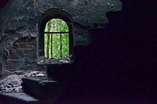 Morbide Stimmung in der ehemaligen Kapelle. (Bild: © Julia Schattauer / bezirzt.de)