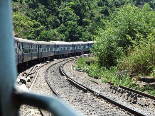 In indischen Zügen ist es stickig. Die Klosituation auch nicht gerade berauschend. (Bild: © Julia Schattauer / bezirzt.de)