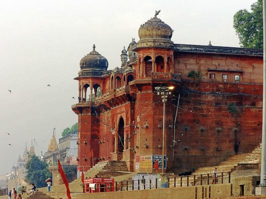 Zwischen Pracht und Verfall: Varanasi. (Bild: © Julia Schattauer / bezirzt.de)