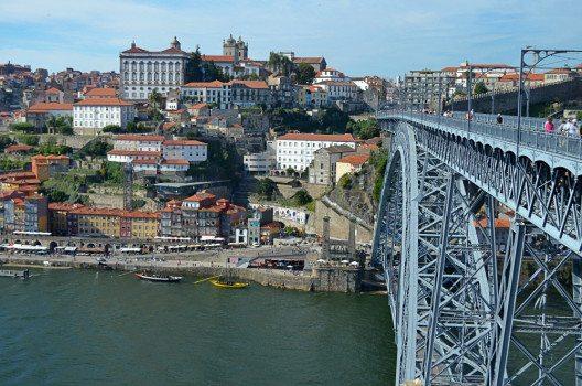 Die Ponte dom Luis verbindet Porto mit Vila Nova de Gaia. (Bild: © Julia Schattauer / bezirzt.de)