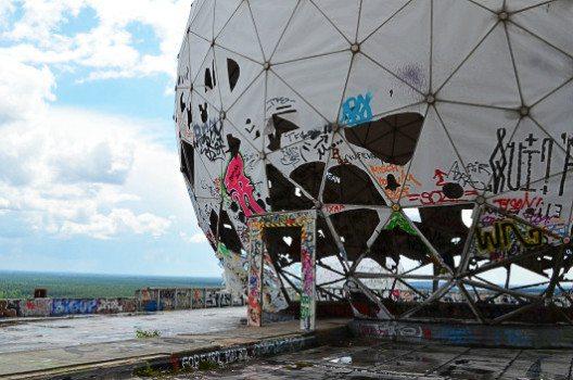 Etwas in die Jahre gekommen: Die Kuppel der Abhörstation. (Bild: © Julia Schattauer / bezirzt.de)