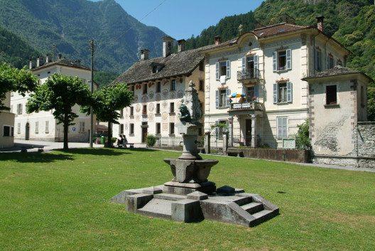 Cevio – ein Ort mit langer Geschichte. (Bild: Stefano Ember / Shutterstock.com)