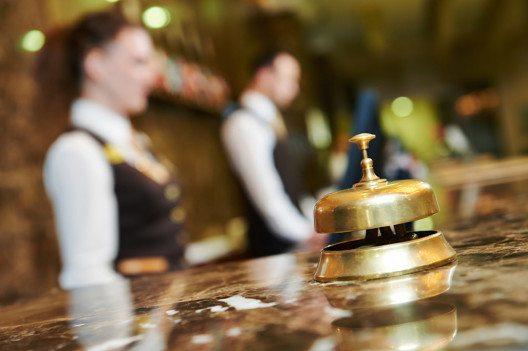 Zürich und Genf sind unter den fünf teuersten Städten, was Hotelpreise angeht. (Bild: Dmitry Kalinovsky / Shutterstock.com)