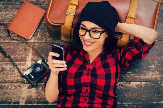 Reisende leben mehr im Moment. (Bild: © g-stockstudio - shutterstock.com)