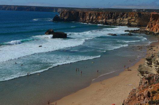 Portugal mit seinen bekannten Steilküsten. (Bild: © Julia Schattauer / bezirzt.de)