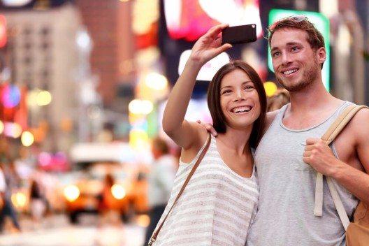 Wir Reisende entwickeln exzellente inter-kulturelle und allgemeine Kommunikationsfähigkeiten. (Bild: © Maridav - shutterstock.com)