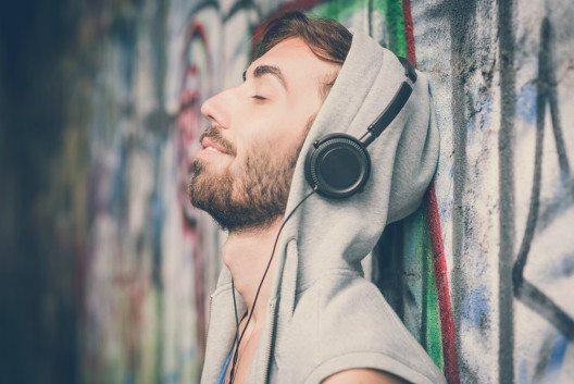 Musik entspannt und weckt Erinnerungen. (Bild: © Eugenio Marongiu - shutterstock.com)