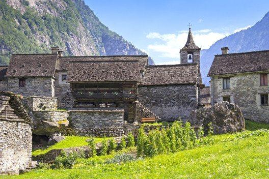 Altes Dorf Sonlerto im Tessin (Bild: photolike / Shutterstock.com)