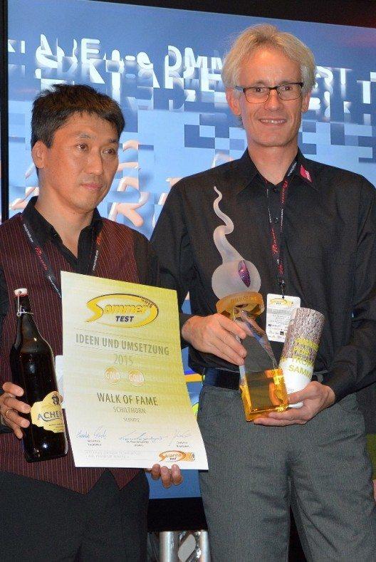V.l.n.r. Yong-Chul Krauer, Leiter Gastronomiebetriebe Gipfel Schilthornbahn AG, Christoph Egger, Direktor Schilthornbahn AG (Bild: © SCHILTHORNBAHN AG)