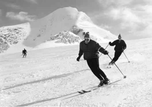 In den 60er Jahren entwickelte sich das Skifahren zur beliebten Wintersportart. (Bild: © Kitzsteinhorn)