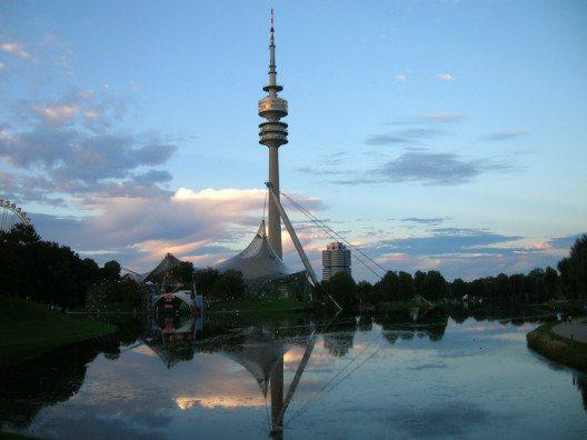 Der Olympiapark im Dämmerlicht.(Bild: © Julia Schattauer / bezirzt.de)