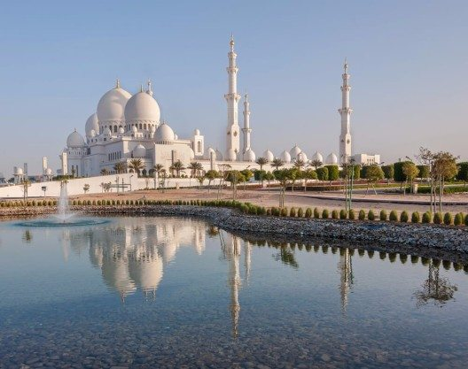 Die Vereinigten Arabischen Emirate (VAE) stiegen mit 15 Rängen am meisten nach oben (Bild: © Mariia Savoskula - shutterstock.com)