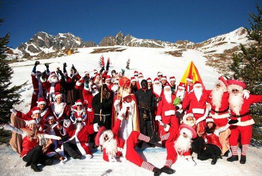 Die Nikolaus-WM «ClauWau» markiert am 28. November den Start in die fünf Monate lange Wintersaison in Samnaun. (Bild: © Swiss-Image.ch / Nadja Simmen)