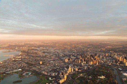 Die meisten Touristen starten ihren Roadtrip in Melbourne (Bild: © Nils Versemann - shutterstock.com)