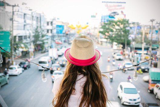 Lass dich nicht unterkriegen. Nach eine Reisetief kommt auch wieder das nächste Hoch! (Bild: © We.photography / shutterstock.com).