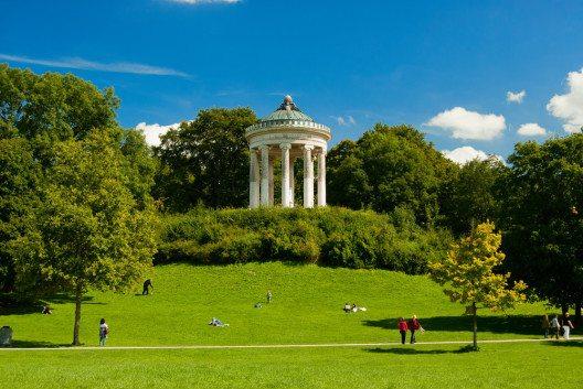 Im Englischen Garten in München steht der Monopterus. (Bild: © clearlens / shutterstock.com)
