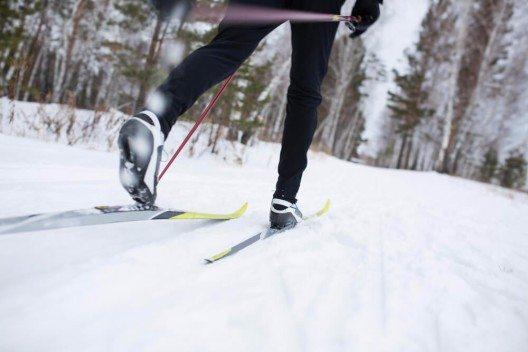 Hebammen gehörten zu den ersten Berufsgruppen, die Skier zur Fortbewegung nutzten. (Bild: © Fotokvadrat - shutterstock.com)