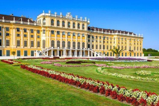 Schönbrunn war die Sommerresidenz der Habsburger. (Bild: © Emi Cristea - shutterstock.com)