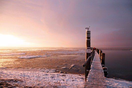 Winterstimmung am Strand von Utersum auf der Nordseeinsel Föhr. (Bild: © obs/Föhr Tourismus GmbH/Folker Winkelmann)
