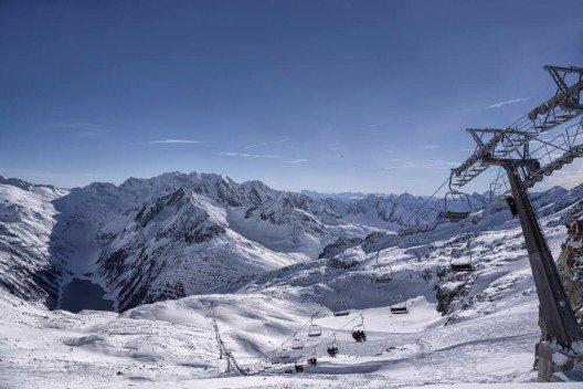 "Ein besonderes Highlight ist das sogenannte ""Early Morning Skiing"" (Bild: © Nadezda Murmakova - shutterstock.com)"