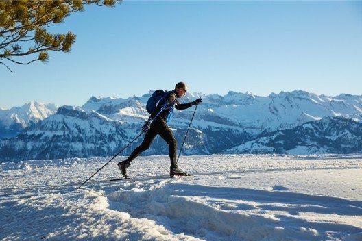 Auf der Langlauf-Loipe und den Winterwanderwegen startet der Winterbetrieb frühzeitig.