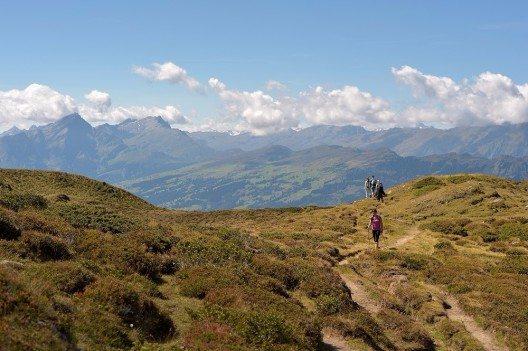 Es bieten sich diverse Wander- und Bikerouten an.