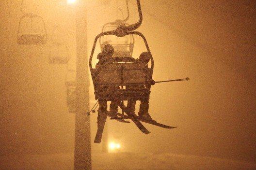 Im Kleinwalsertal wird die Nacht mit einem Knopfdruck zum Ski-Tag. (Bild: © Frank Drechsel - Kleinwalsertal Tourismus eGen)