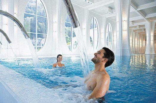 Das «blaue Gold» verbindet in Bad Ragaz Wellbeing und Gesundheit auf eine einzigartige Weise.