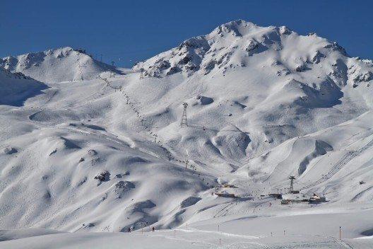 Die Ferienregion Davos Klosters ist ein Paradies für Wintersportler und Geniesser. (Bild: © Christian Lindner - shutterstock.com)